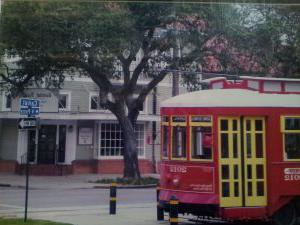 soniat-realty-exterior-front-with-streetcar